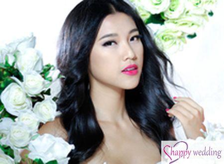 Á hậu Hoàng Oanh lộng lẫy diện váy cưới