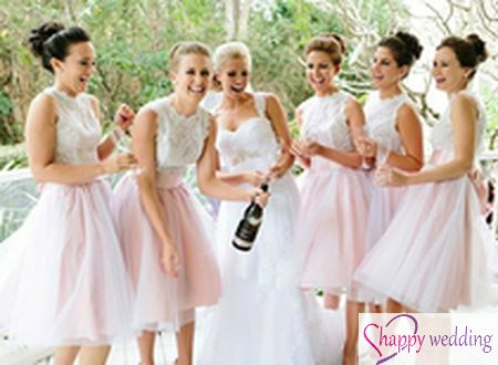 10 kiểu váy phù dâu hài hòa với váy cưới