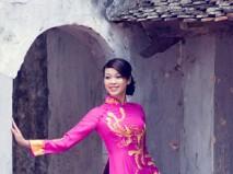 Áo dài cưới hồng thêu hoa văn chim phụng