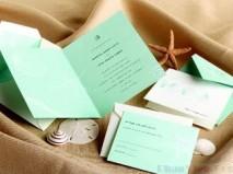 Thiệp cưới đẹp màu xanh dương họa tiết in mờ