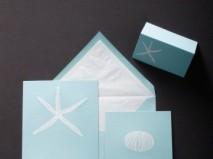Thiệp cưới đẹp màu xanh dương pastel hình sao biển
