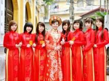 Áo dài bưng quả màu đỏ trang trí đường diềm - Marry