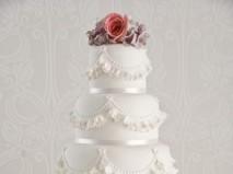 Bánh cưới nhiều tầng màu trắng - Marry