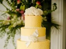 Bánh cưới nhiều tầng màu vàng - Marry