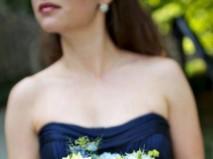 Hoa cưới cầm tay kết từ hoa chuỗi ngọc, cẩm tú cầu, cúc hoàng anh