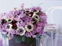 Hoa trang trí tiệc cưới màu tím nhẹ nhàng và lãng mạn. - Marry