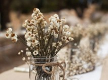 Hoa trang trí tiệc cưới mộc mạc với hoa cúc khô - Marry