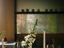 Hoa trang trí tiệc cưới thanh lịch kết hợp hoa lan và hoa khô - Marry
