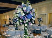 Hoa trang trí tiệc cưới với màu xanh biển chủ đạo - Marry