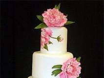 Bánh cưới đẹp kết hợp vẽ tay và hoa nổi 3D độc đáo - Marry