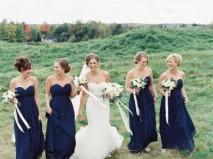 Váy phụ dâu dài cúp ngực màu xanh dương sang trọng
