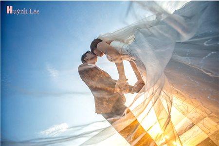 Trọn gói chụp ảnh cưới ngoại cảnh `Sài Gòn Ngày Và Đêm` tại Huynh Lee Studio, với giá ưu đãi chỉ với 6.500.000 đồng .