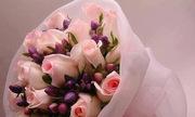 Tình cũ không nhận hoa nên chồng mới mang về tặng tôi