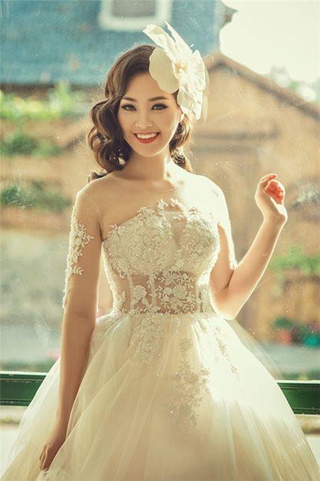 8 kiểu áo cưới lệch vai quyến rũ cho mùa thu..