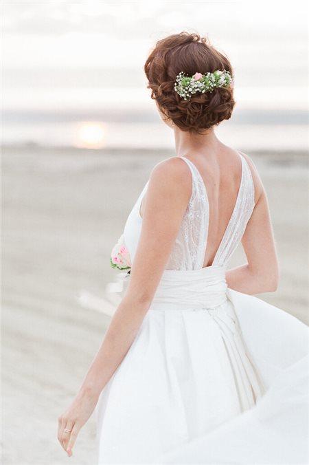 5 cách chọn váy cưới đẹp, sang trọng cho đám cưới bãi biển