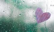 Chỉ trong mưa em mới được là chính mình