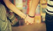 Hãy nắm tay em thật chặt