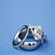 Lời cầu hôn với nhẫn đính hôn hoành tráng