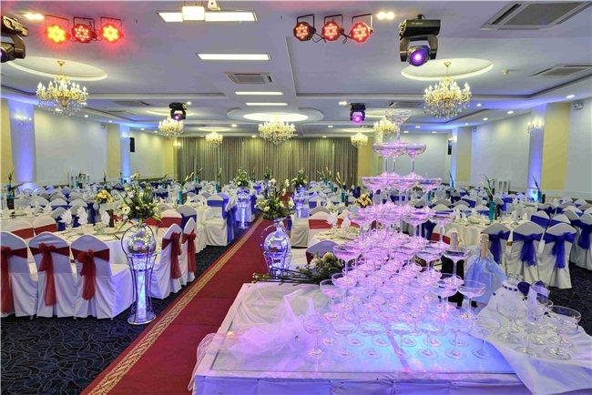 Nhà hàng tiệc cưới Unique ưu đãi khủng - www.TAICHINH2A.COM