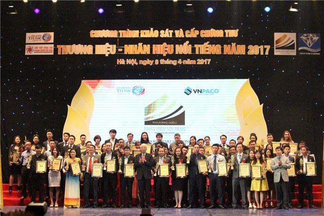 """Queen plaza vinh dự nhận giải thưởng """" thương hiệu, nhãn hiệu nổi tiếng lần thứ 6, năm 2017"""""""