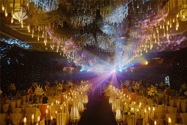 Dâng tràn cảm xúc với không gian tiệc cưới đẹp như mộng tại Merperle Crystal Palace
