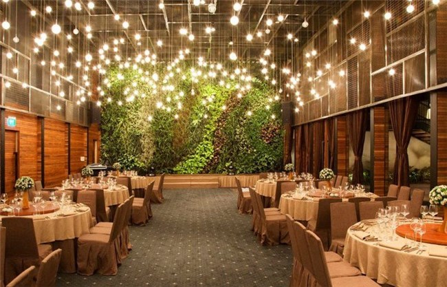 Những ý tưởng trang trí tiệc lung linh và lãng mạn khi đặt tiệc cưới giá rẻ cho cặp đôi