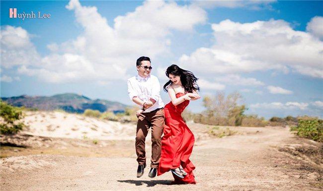 Tạo dáng chụp hình cưới tự nhiên