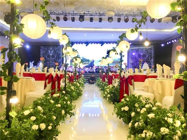 Những kinh nghiệm trang trí tiệc cưới dành cho các đôi uyên ương