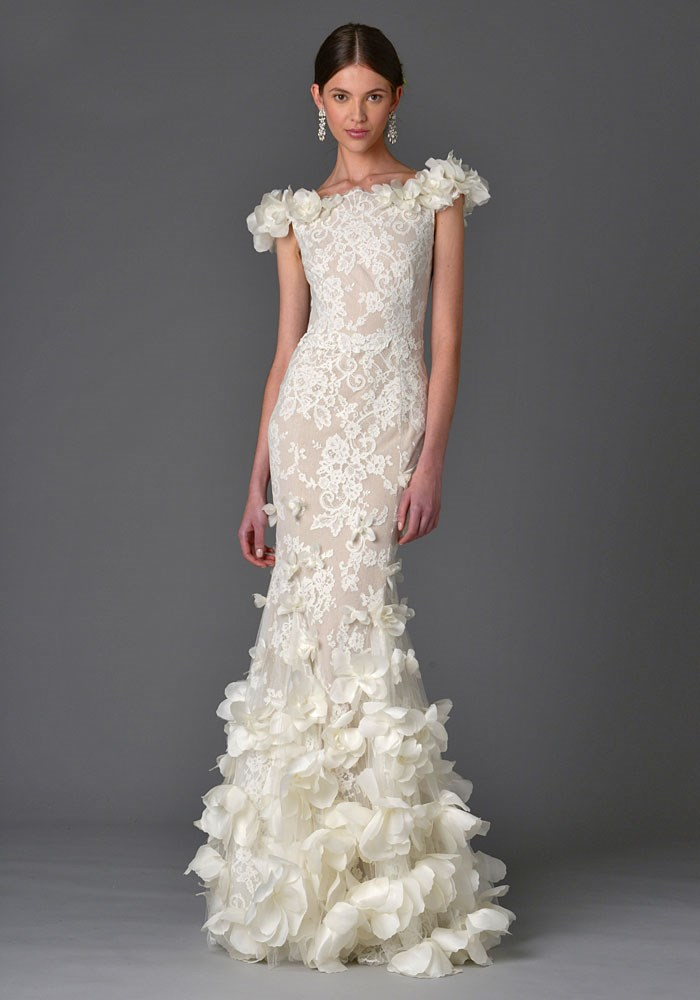 Xu hướng váy cưới cô dâu 2021: Đắp ren 3D quyến rũ