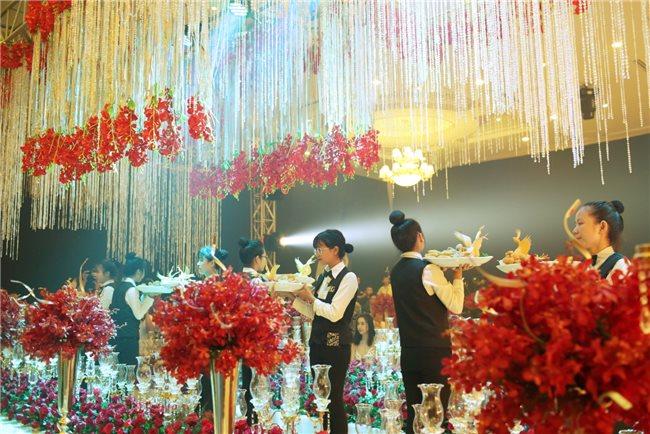 """Đắm chìm trong thiên đường cưới tráng lệ tại ngày hội """"Phúc Vị Uyên Ương"""""""