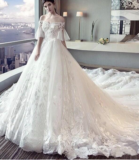 Những kinh nghiệm may váy cưới cao cấp dành cho các đôi uyên ương
