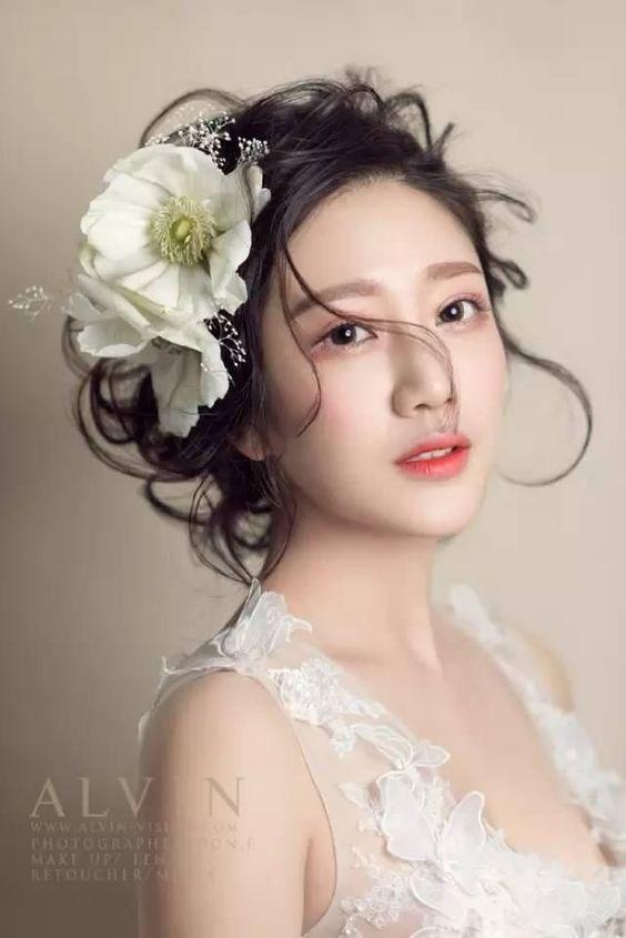 Kinh nghiệm trang điểm cô dâu đẹp tự nhiên, lung linh và nổi bật
