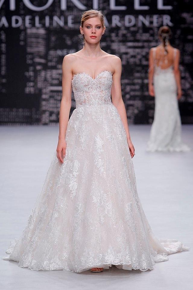 Mẫu váy cưới lạ tại tuần thời trang Milan..