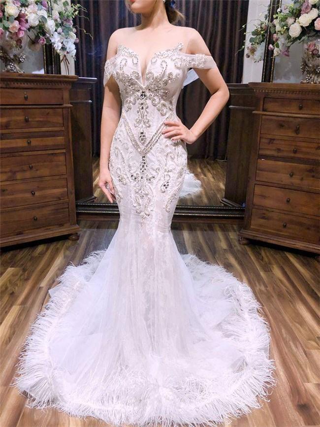 Mẫu váy cưới mang đến cho cô dâu vẻ đẹp quyến rũ, sang trọng..