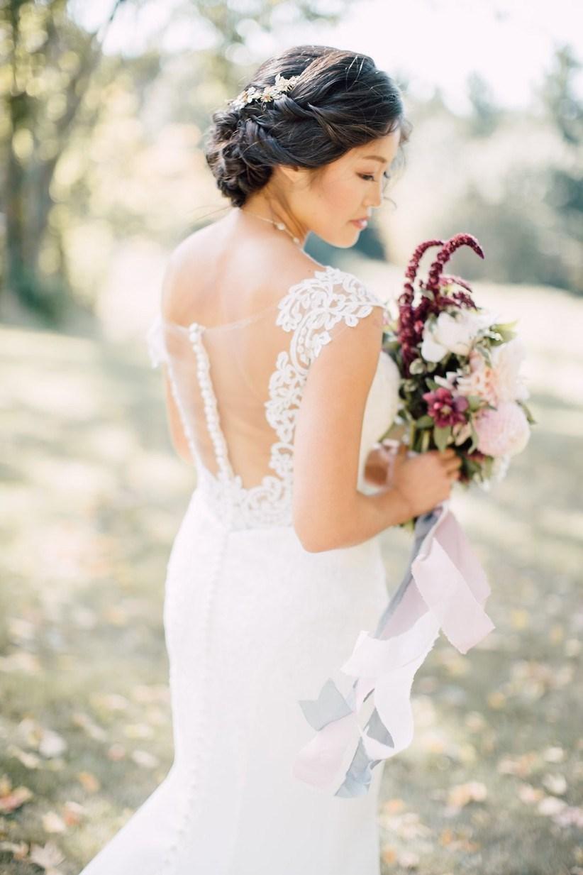 Những kiểu tóc cưới tuyệt vời dành cho cô dâu có mái tóc dài