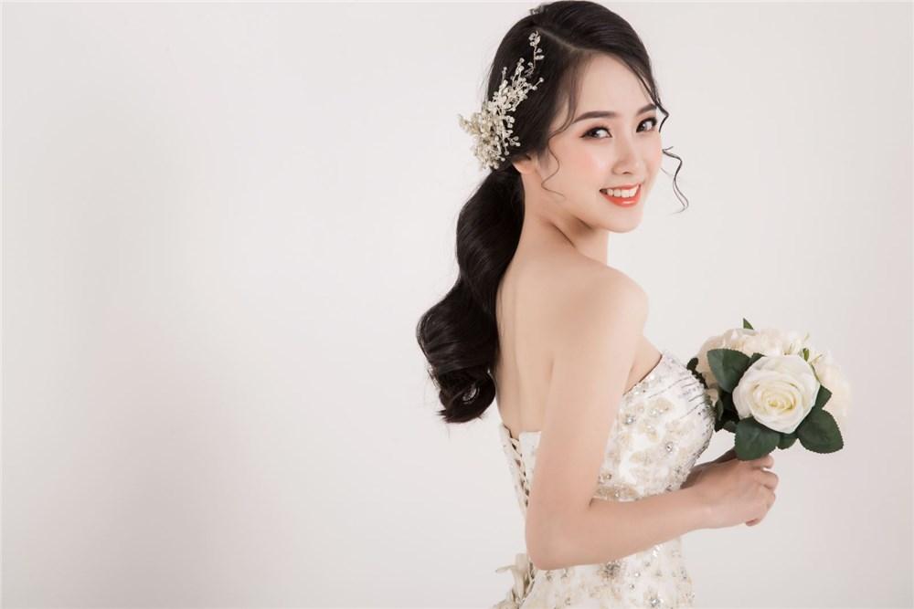Top 4 xu hướng trang điểm cô dâu từ Bridal Fashion Week 2021