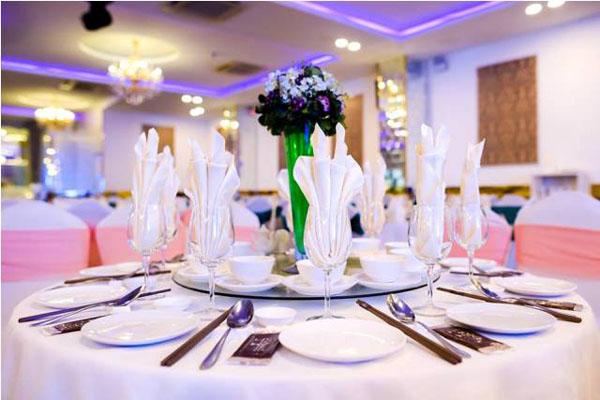 Nhà hàng tiệc cưới bình dân giá rẻ